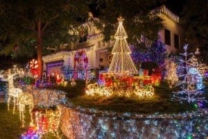 Christmas lights decoratinga white house