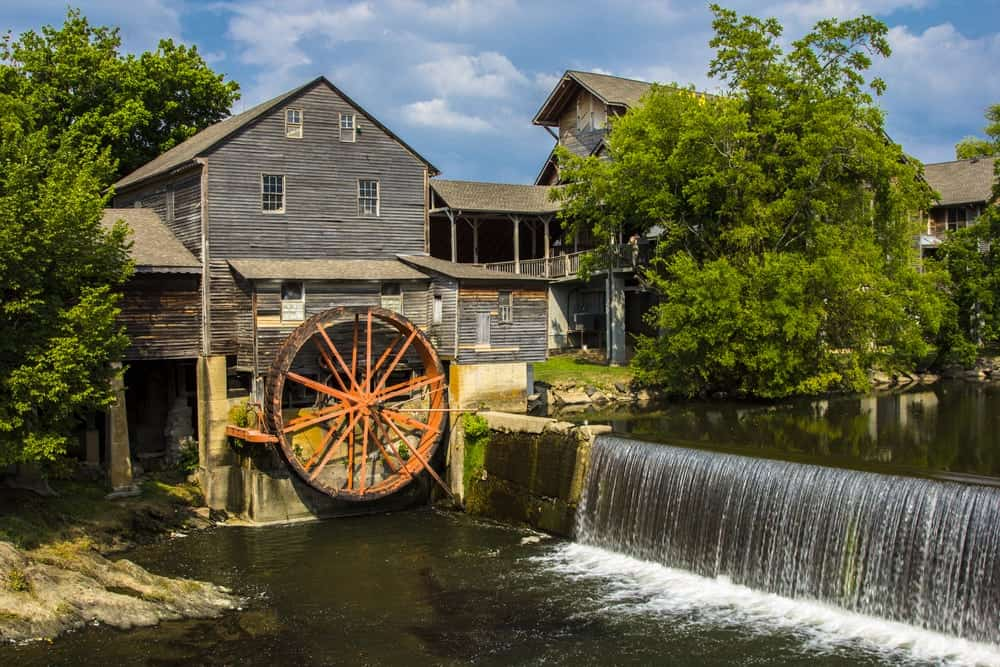Top 5 Things to Do Within Walking Distance of Our Condos in Pigeon Forge TN for Rent