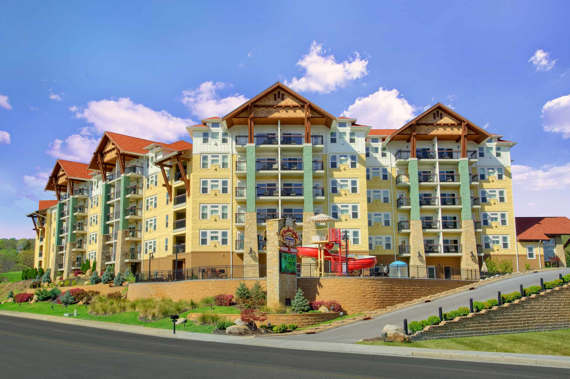 The exterior of Cherokee Lodge Condos in Pigeon Forge TN